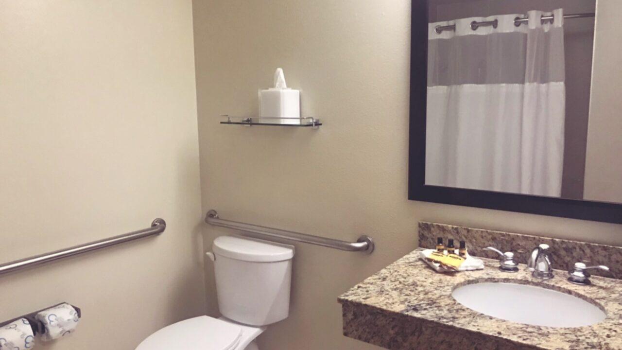 サンディエゴホテル:ベストウェスタンプラス ベイサイドイン、シャワールームの写真